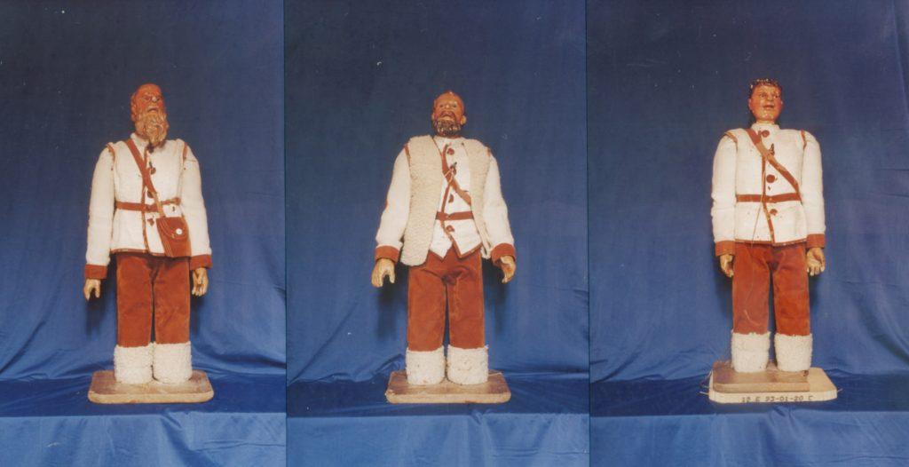 Figuras destinadas a adorar al Niño, con vestimenta de pastores (Belén de Santa María de Laguardia - Foto: Fco. Javier Gutiérrez)