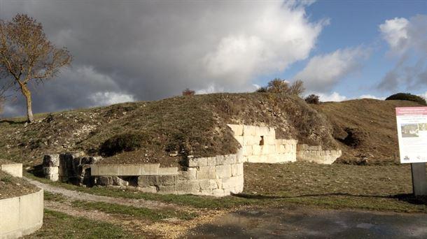 Muralla del oppidum de Iruña-Veleia, junto a la localidad de Trespuentes