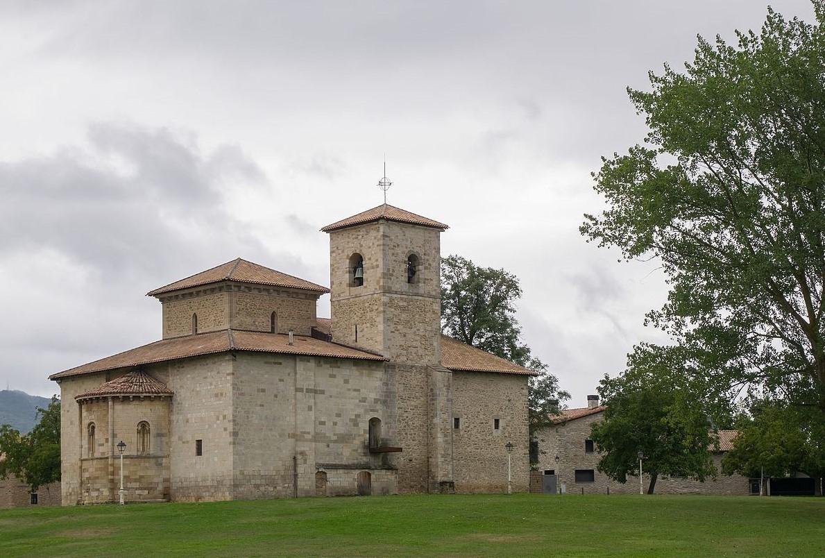 Basílica de Armentia, en el municipio de Vitoria-Gasteiz, primera catedral del País Vasco (siglo XII)