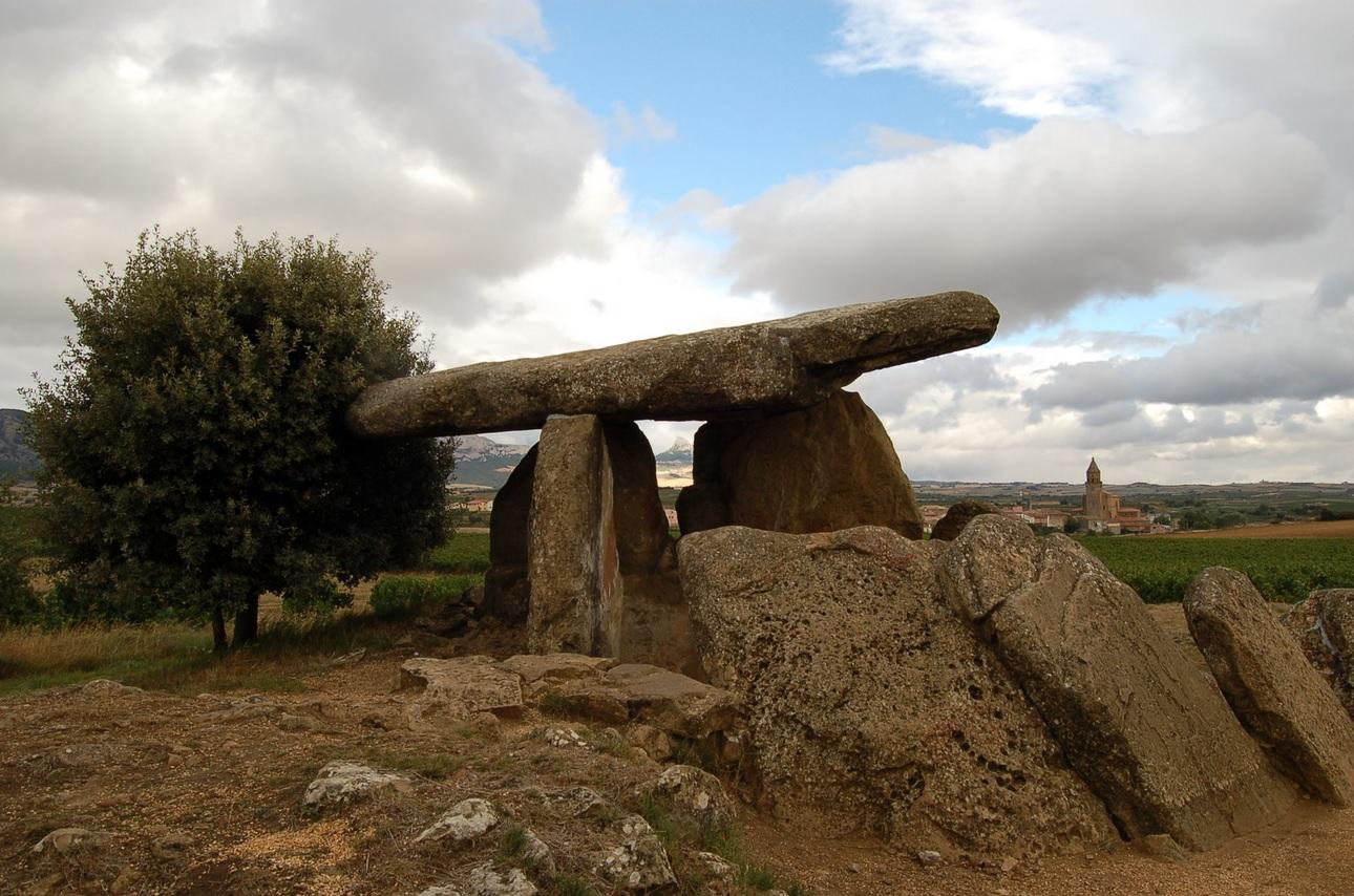 Dolmen de la Hechicera en Elvillar (Álava)