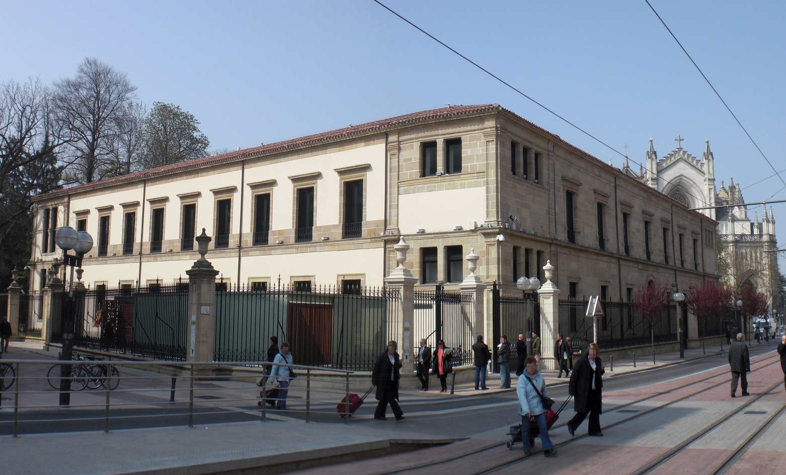 Edificio del Parlamento Vasco, antiguo Instituto Ramiro de Maeztu
