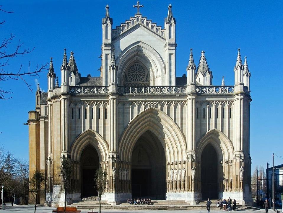 """Catedral """"Nueva"""" de María Inmaculada, la tercera de la ciudad, iniciada el 4 de agosto de 1907 y consagrada el 24 de septiembre de 1969, pero inconclusa según el proyecto original"""