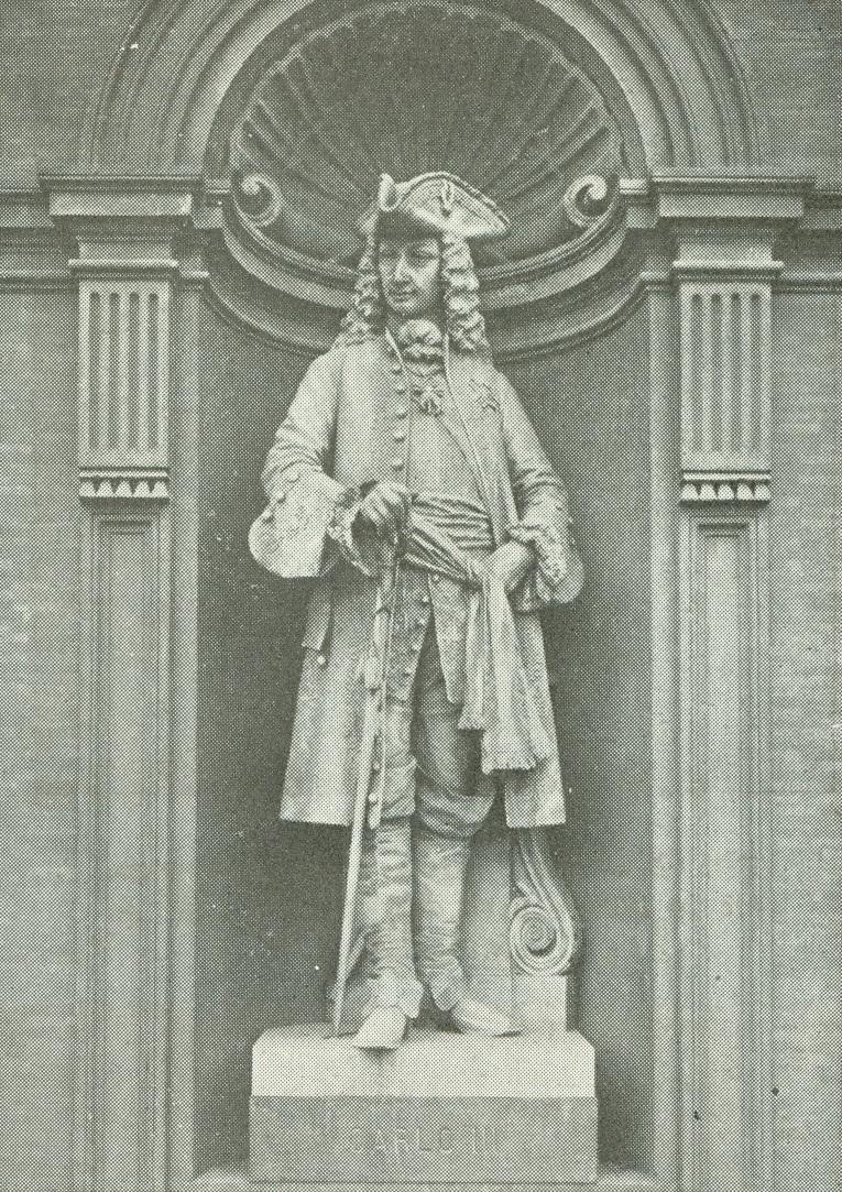 Carlos III, el rey belenista. Escultura de Belliazzi, en el Palacio Real de Nápoles.