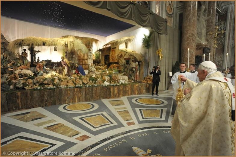 El Papa Benedicto XVI en la Misa de Nochebuena de 2011 © L'Osservatore Romano